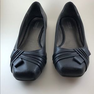 Kenneth Cole Black Flats